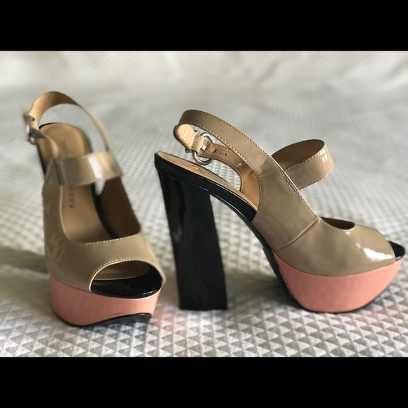 Chinese Laundry color-block heel